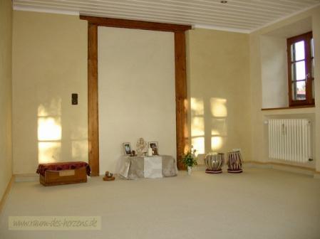 Die Yogaschule Raum des Herzens von Nirmala Stefanie Naumann und Vishwanath Thomas Richter verbindet ganzheitliches Yoga und Spitualität mit viel Erfahrung, Einfühlungsvermögen und Achtsameit.